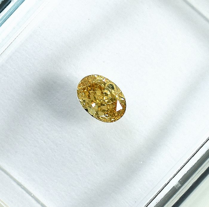 Diamond - 0.23 ct - Oval - Natural Fancy Light Orangy Yellow - Si1 - NO RESERVE PRICE