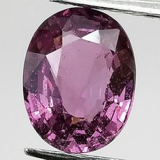 Intense roze saffier - 2.10 ct