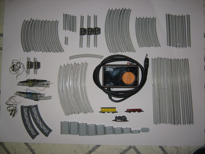 Märklin Z - Train set - steamloc BR89, 2 freight carriages, power supply and many tracks
