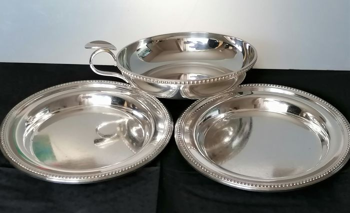 Gallia - Gallia pour Christofle - Wine tasting set. 2 Large bread saucers and 1 large wine cup. (3) - Art Deco - Silver plated