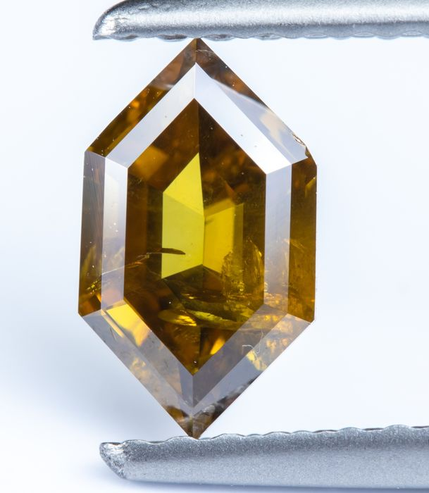 Diamante - 0.52 ct - Natural Fancy Amarillo verdoso marrón oscuro - I1 *NO RESERVE*