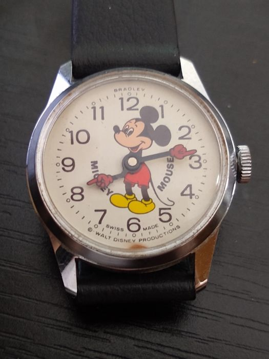 Mickey Mouse - Bradley- Classic Mickey Mouse Windup Wristwatch with Red Hands Pointing to the time - (1968)