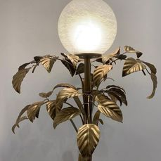 A Golden Floor Lamp (165 x 60 x 60 cm)