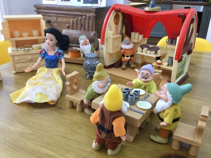 Disney / Simba - Doll House set - 8 dolls + Cottage + props - Snow White and the Seven Dwarfs - (1990)