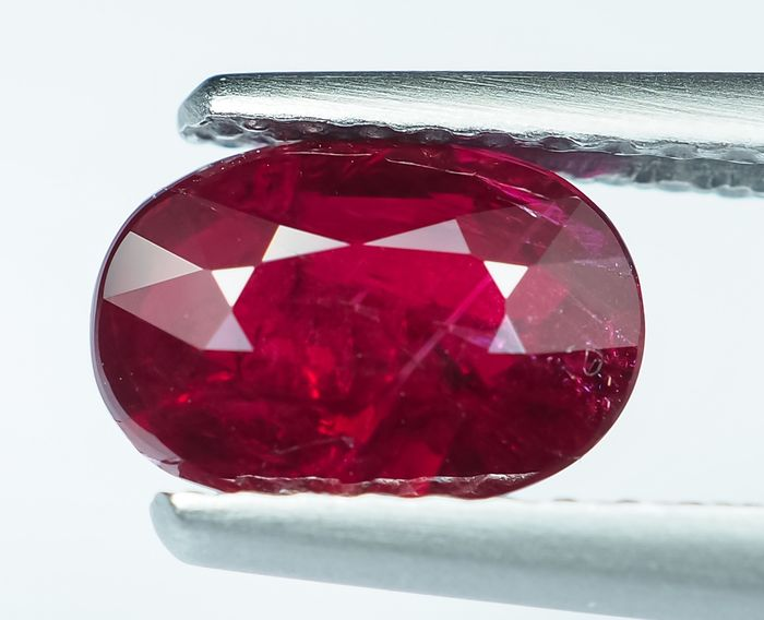 No Reserve - Vivid to Intense Red Ruby - 1.29 ct
