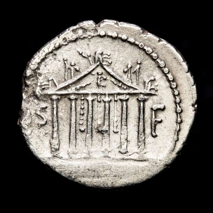 Romeinse Republiek (Imperatoriaal). Petillius Capitolinus, 43 v.Chr.. AR Denarius,  Rome - Eagle on thunderbolt / Temple of Jupiter Capitolinus
