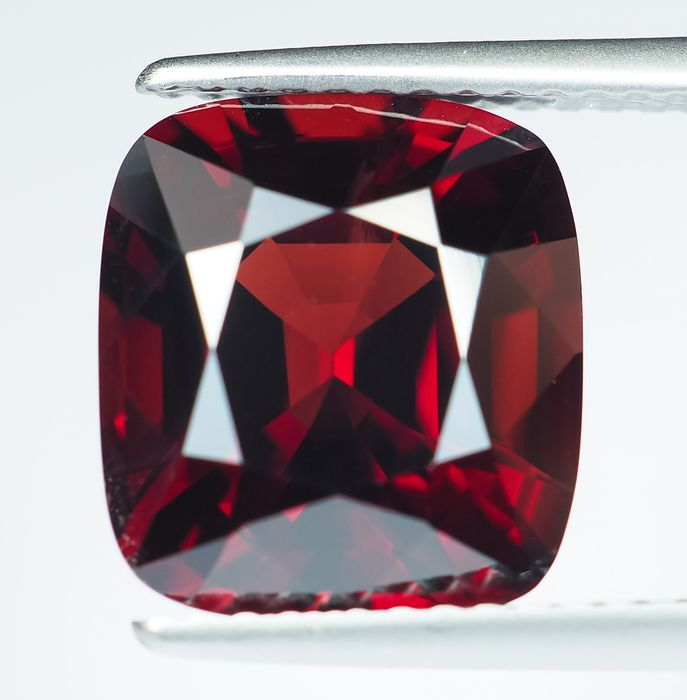 No Reserve - Burma - Vivid to Intense Red Spinel - 5.74 ct