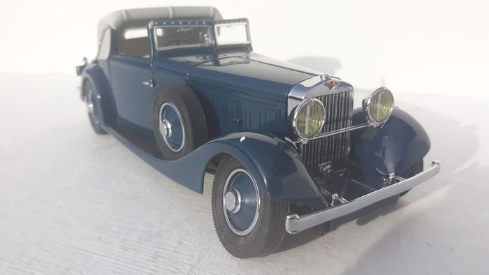 Danbury Mint - 1:24 - The 1934 HISPANO-SUIZA  J12 in Navy Blue with Ligh Grey roof.