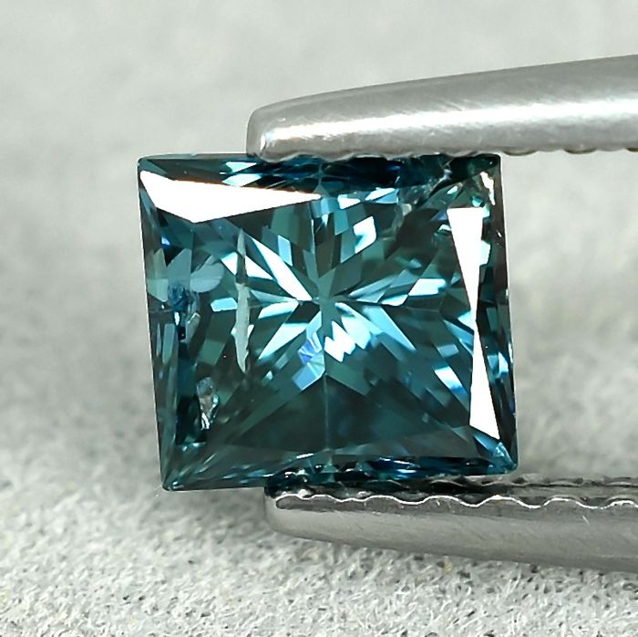 Diamond - 0.73 ct - princessa - Fancy Intense Greenish Blue - I1 (z inkluzjami)