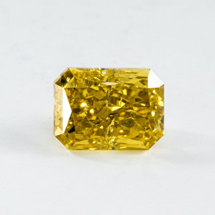 Diamante - 0.47 ct - Radiante - Natural Fancy Intense Yellow - SI2