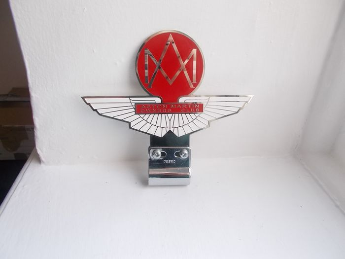 Emblema/mascota/placa - Old Aston Martin owners club chrome on brass and enamel car badge with old chrome fixing bracket - Aston Martin - 1970-1980