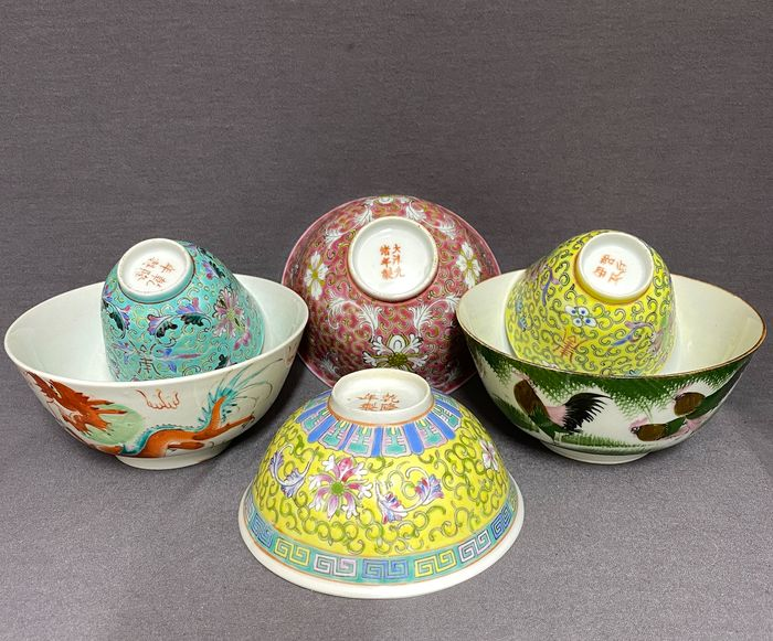 Cuenco, Taza (6) - Porcelana - Chinese - Mint condition - Dragon, phoenix, roosters, florals and characters - 4 are marked - China - Siglo XIX / XX