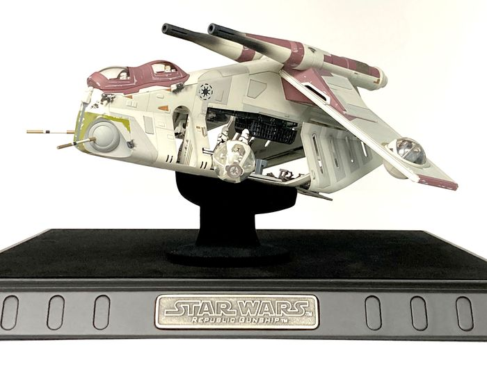 Star Wars Episode II: Attack of the Clones - Code 3 Collectibles - Republic Gunship Die Cast Model (30x30x15 cm) on stand, with COA -  1245 of 2500