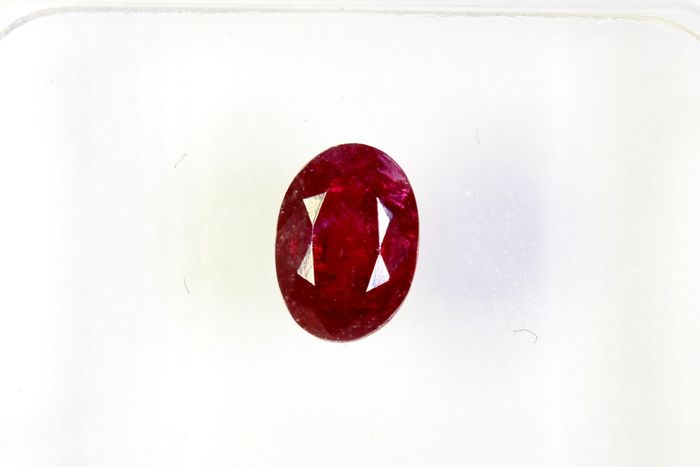 No Reserve Price - Fine Color Quality - Deep Red Robijn - 0.54 ct