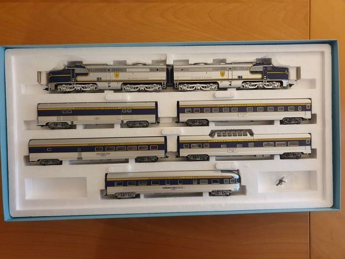 Märklin H0 - 26495 - Treinset - 2 Dieselloc PA-1 with 5 matching carriages - Delaware & Hudson