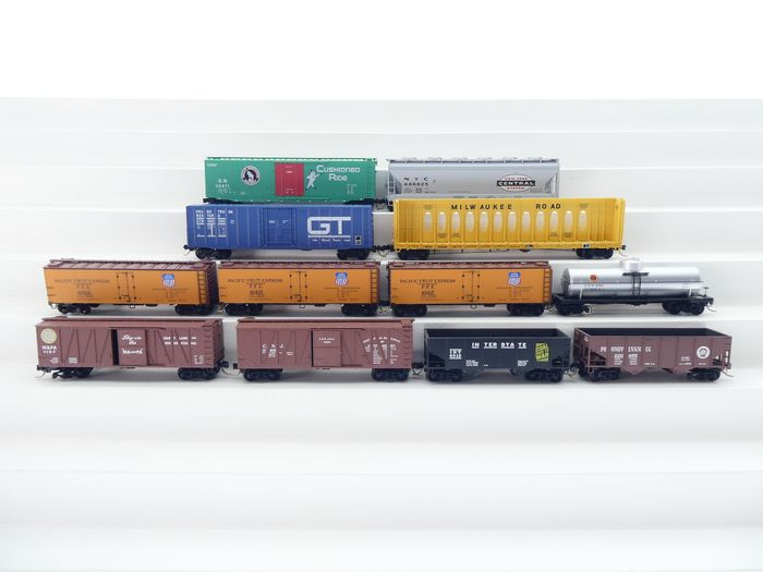 Micro Trans N - Freight carriage - 12x closed and open goods wagons with different prints and colors - PFE (Pacific Food Expres),