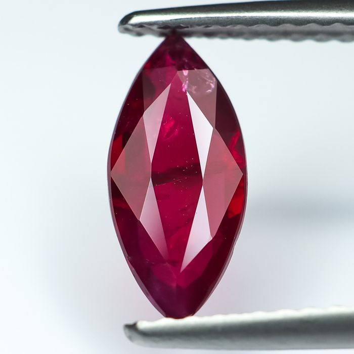 "Sin reserva - ""Pigeon Blood"" Red Ruby - 1.00 ct"