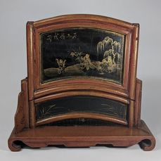 Lacquered Wood Table Screen 'Boys Decor' - Qianlong Mark & Signed - Lacquer, Wood - Boys - China - Late Qing period (1644-1911)