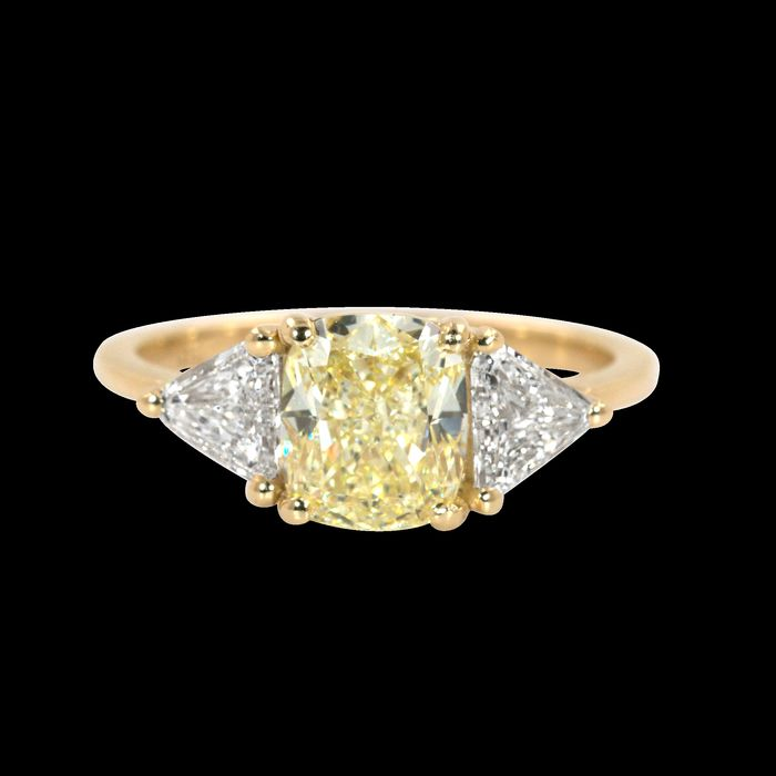 Beautiful fancy light yellow DIamond Ring in a 2.03 carat weight of natural Diamonds with GIA - 18 kt Gelbgold - Ring - 1.51 ct Diamant - Diamanten