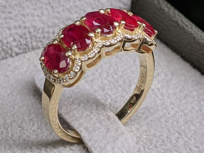 2.38ct Natural Red Ruby And Diamonds Ring - 14 kt Gelbgold - Ring - 2.38 ct Rubin - Diamanten, KEINE RESERVE