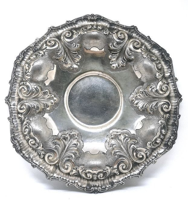 Magnificent Centerpiece - .800 silver - Italy - Mid 20th century