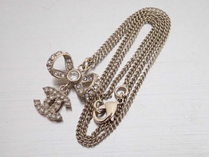 Chanel - CC Crystal Bow - Collier