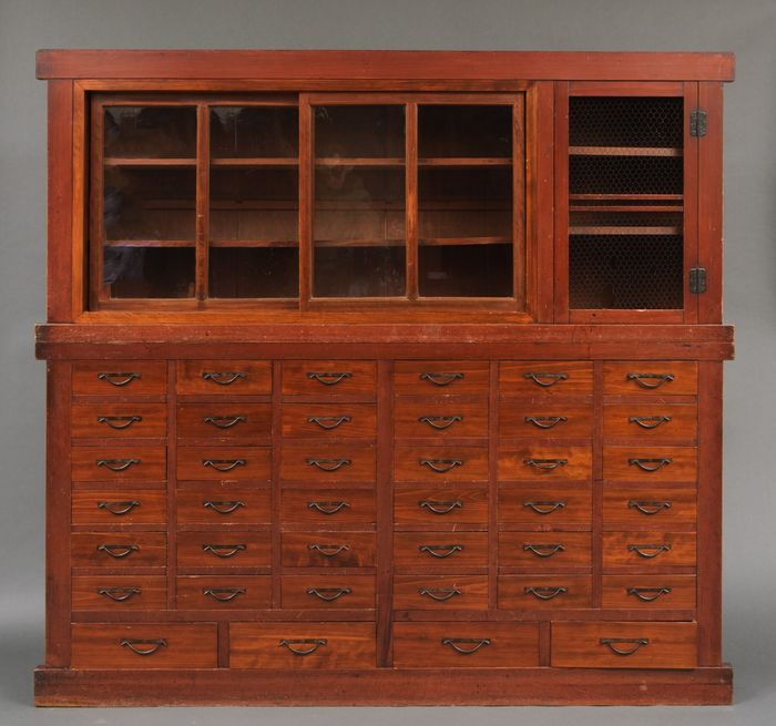 Gabinete - madera de ciprés hinoki - Large merchant cabinet with 40 drawers ! And 4 sliding glass doors in the top part - Japón - Periodo Meiji (1868 -1912)