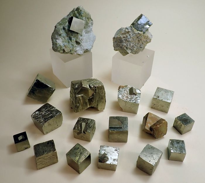 Pyrite Collection minérale - 814 g - (17)