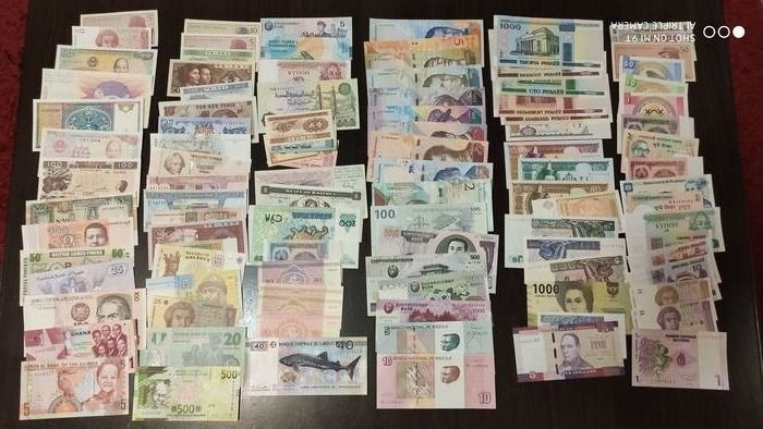 World - Lot various banknotes (100 différent) - Various dates