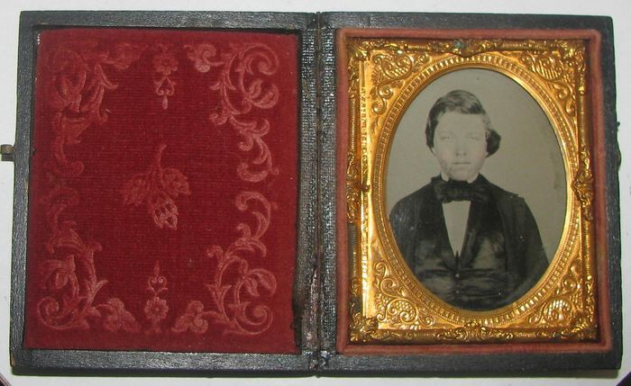 . Fine quality ambrotype framed in full leather case of a gentleman.19th century