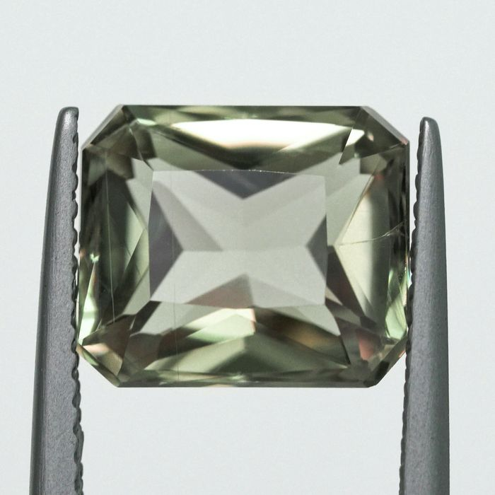 Cambio de color - Diásporo - 4.94 ct