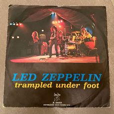 Led Zeppelin - Trampled under foot/ Black Country Woman  (Italian press) - 45 rpm Single - 1975/1975