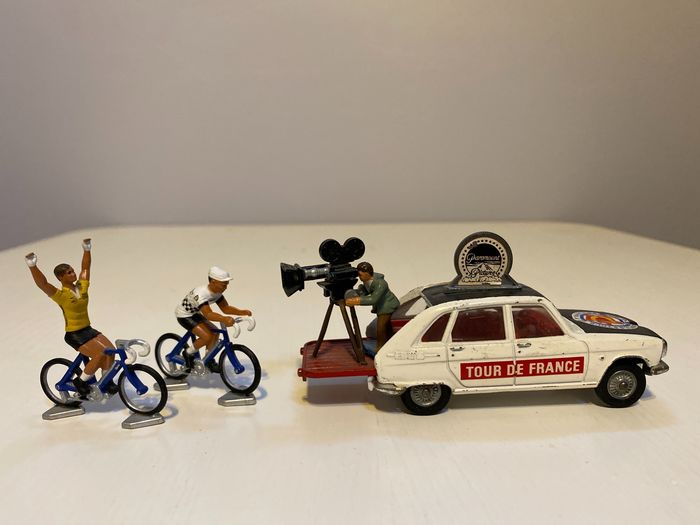 Corgi - 1:43 - Corgi Toys Gift Set 13 Renault 16 Tour de France paramount film unit