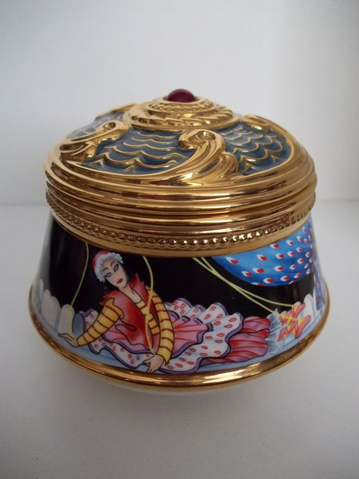 """House of Fabergé - """"Petrouchka"""" music and jewellery box - 24 Carat gold plated - Limited Edition - Marked on the bottom - Very, very good condition, like new."""