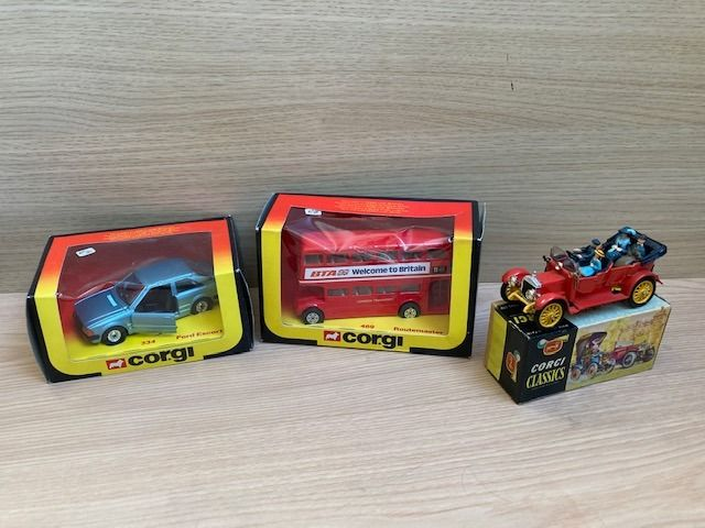 Corgi - 1:32 - Corgi Toys Ford Escort 1/32 - Routemaster London Doubledecker Bus - Corgi Classic 1910 DAIMLER - Corgi Toys Ford Escort 1/32 - Routemaster London Double Decker Bus - Corgi Classic 1910 DAIMLER