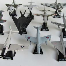 Atlas - 10 military aircraft of various scales o.a. Mirage IIIC, Avro Vulcan, F-104 Starfighter, F-86F Sabre, F-117 Stealth - 2000-present