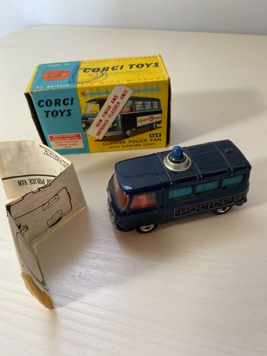 Corgi - 1:43 - Corgi Toys Commer Police Van With Flashing Light 464