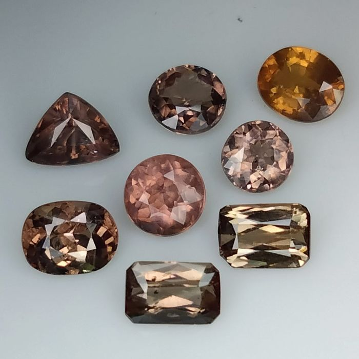 8 pcs Marrón, Rojo, Rosa cambio de color granate - 6.85 ct
