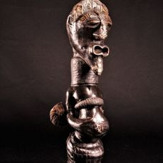 Powerful Nkishi fetish 41 cm - Animal hair, Cloth, Copper, Cord, Leather, Wood - Songye - DR Congo