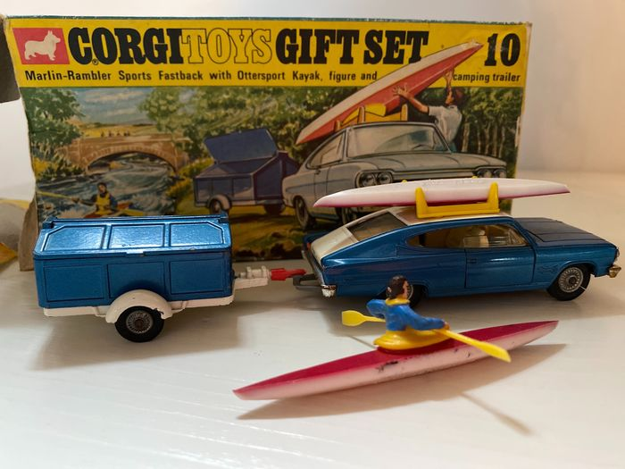 Corgi - 1:43 - corgi - Corgi toys Gift set 10 Marlin-Rambler sports fastback with otter sport kayak, figure and camping tra