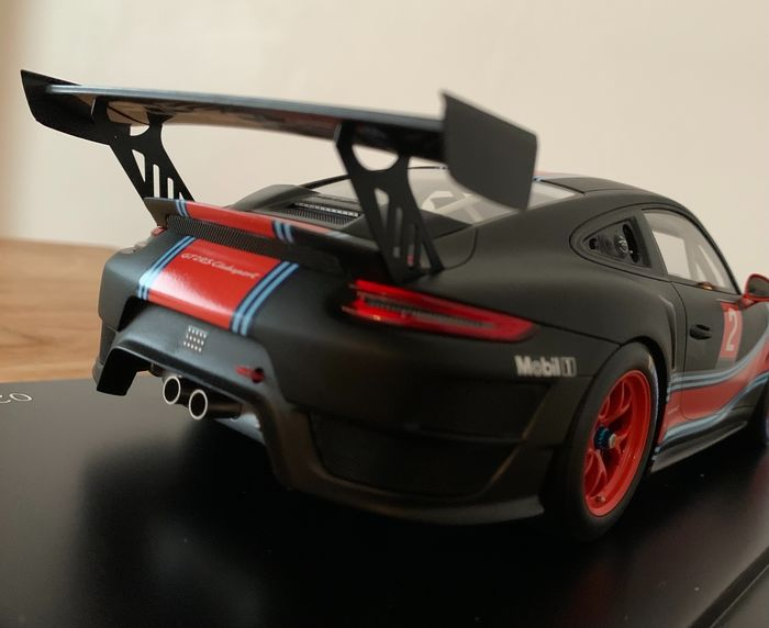 Spark - 1:18 - Porsche 911 GT2 RS Clubsport - Limited series Inc. Luxury display case
