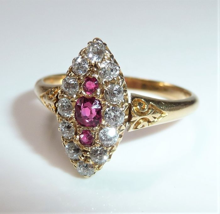 Marquise-Form - 18 kt Roségold - Ring - 0.50 ct Diamant - Rubine