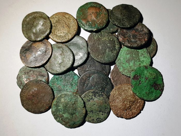 Roman Empire. Lot comprising 23 Æ coins: I-II Century AD. Various Emperors and condition. Æ Asses, Dupondii