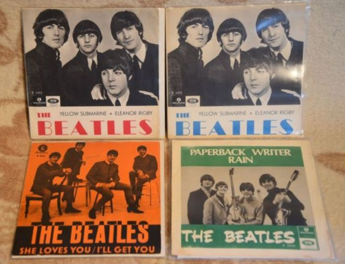 Beatles - 4 Swedish Singles from the 60s - Yellow Submarine + She loves you + Paperback writer - Multiple titles - 45-toerenplaat (Single) - 1964/1967