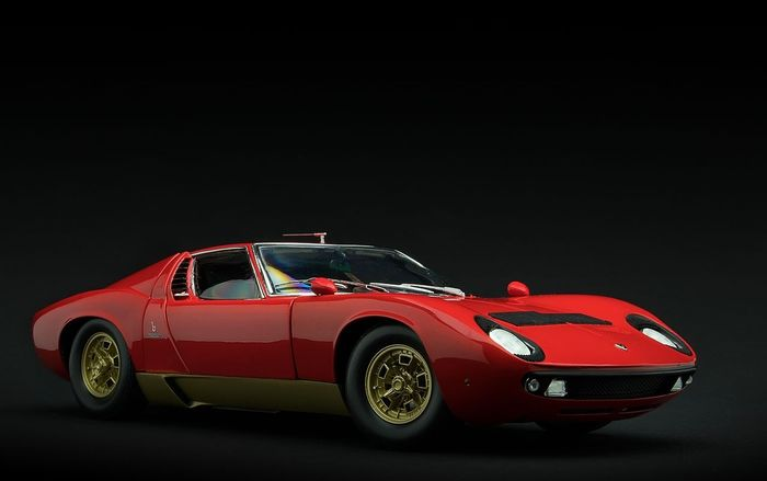 Kyosho - 1:18 - 1966 Lamborghini Miura P400S - #08316R - Red / Gold with Gold wheels
