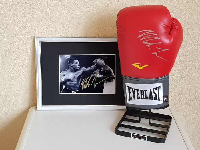 Boxing - Mike Tyson - Boxing glove, Photograph