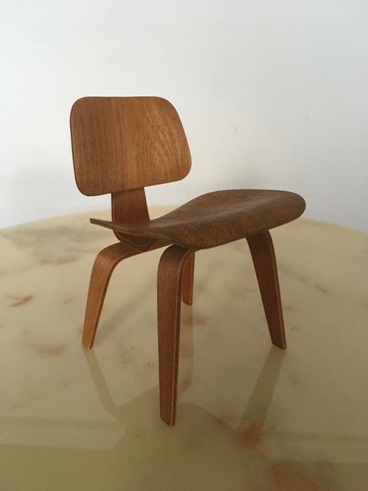 Charles Eames, Ray Eames - Vitra Design Museum Collection - Miniature Chair - Eames DCW