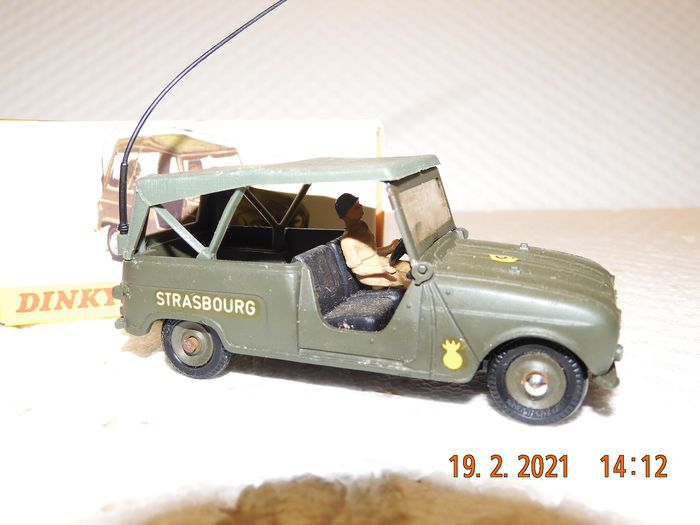 Dinky Toys - 1:43 - Renault  SINPAR  4x4 - Reference 800 Made in France