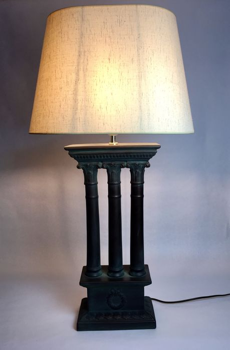 Table lamp, Front decoration with Corinthian columns