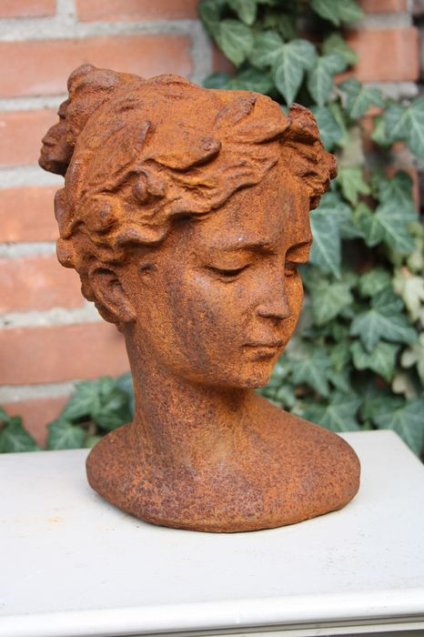 """Garden statue """"Bust Young Lady"""" - 26 cm. - Iron (cast) - recent"""
